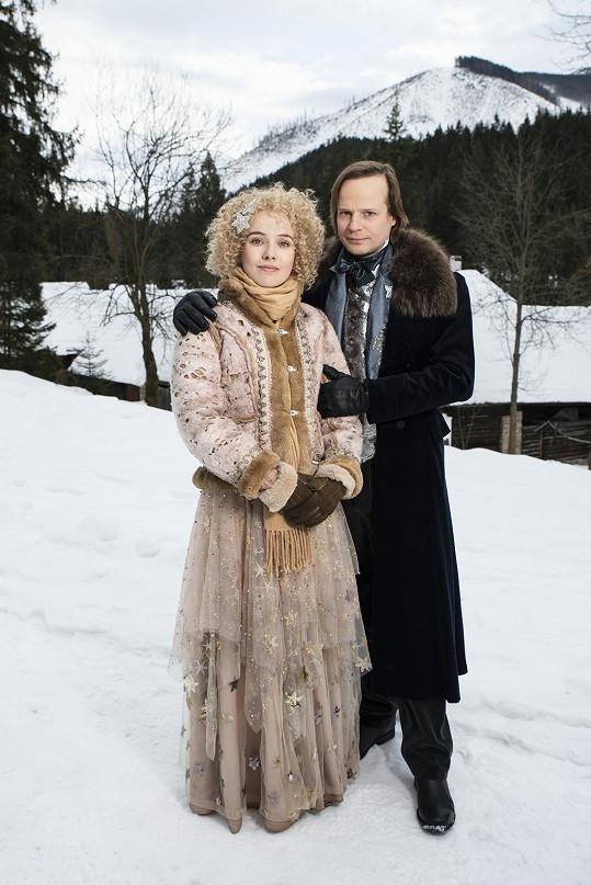 V nové vánoční pohádce Karla Janáka si zahrála i s Kryštofem Hádkem.
