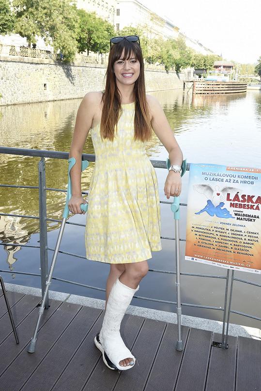 Karolina Neuvirthová Gudasová se nešikovně zranila.