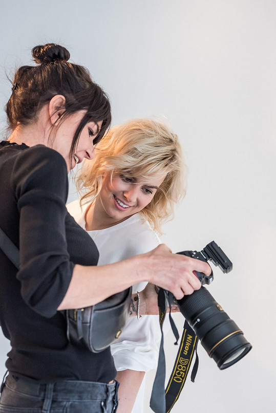 S fotografkou Alžbětou Jungrovou při vybírání fotek