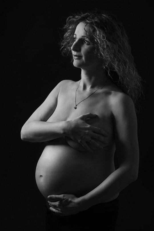 Markéta sotva stihla nafotit těhotenské fotky.