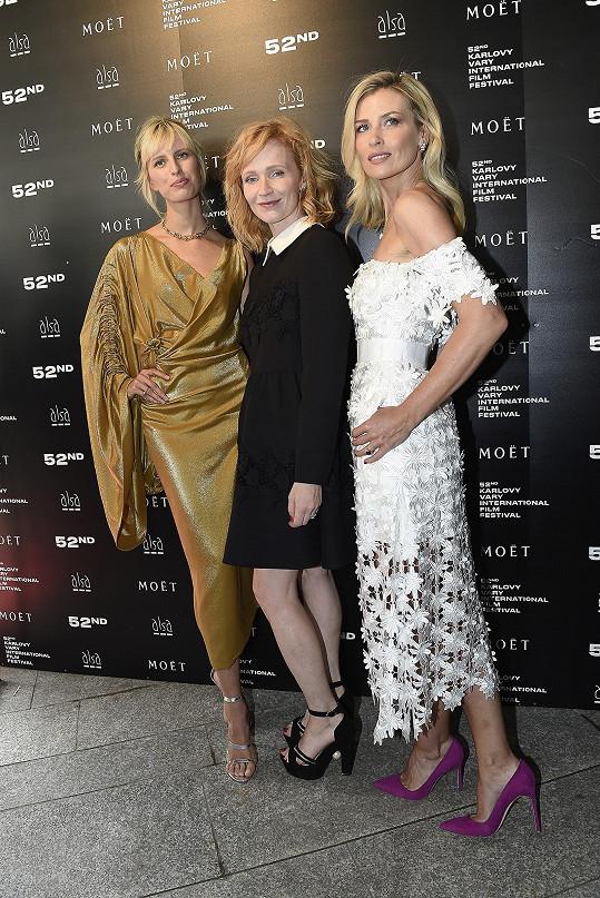 S její patronkou Danielou Peštovou a topmodelkou Karolínou Kurkovou.