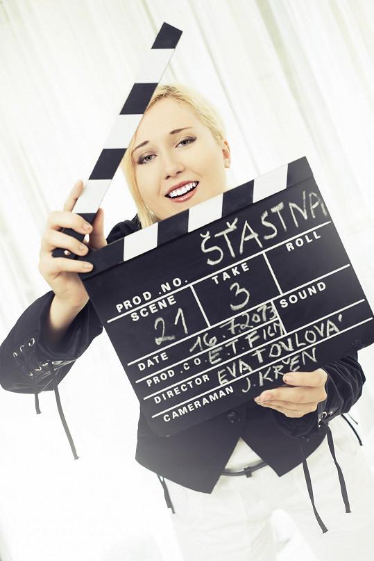 Toulové vyšly knihy Sedmero vran, Vanitas a Šťastná, kterou poté ve svých dvaceti čtyřech letech natočila jako celovečerní film.
