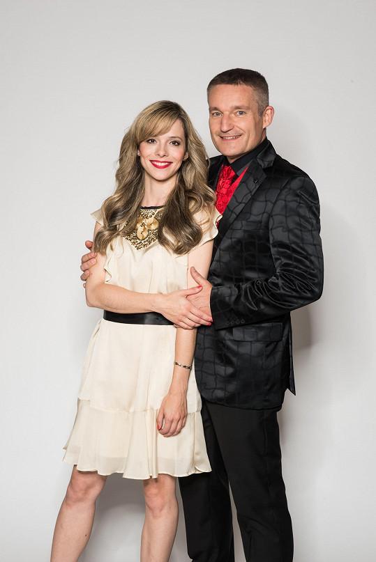 Dvojice při propagačním focení k turné Vánoční hvězdy 2016