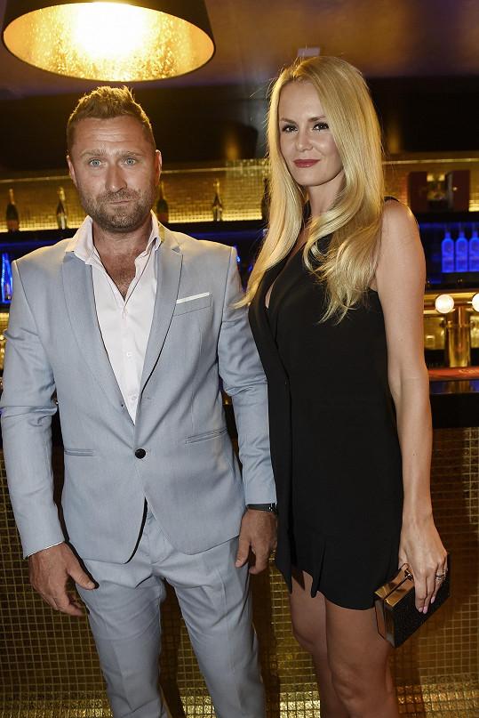 S manželem Jaroslavem Bednářem vyrazila po delší době do společnosti.