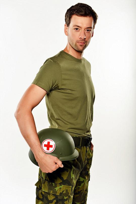Radúz Mácha ve své nejnovější roli v seriálu 1. Mise.