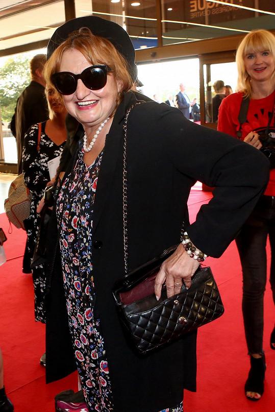 Eva Holubová pojala outfit originálně.