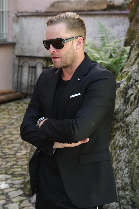 Jakub Prachař je pracovně ve Varech.