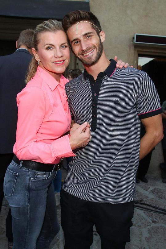 Leona Machálková se svým kolegou z muzikálu Tomášem Smičkou