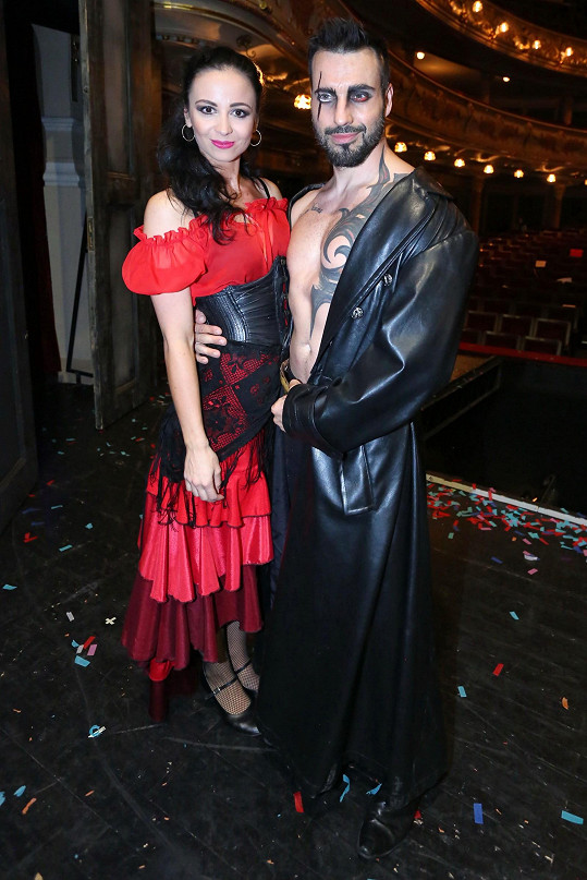 Vašek má v Carmen i svoji současnou lásku. Eliška Grabcová v muzikálu tančí.
