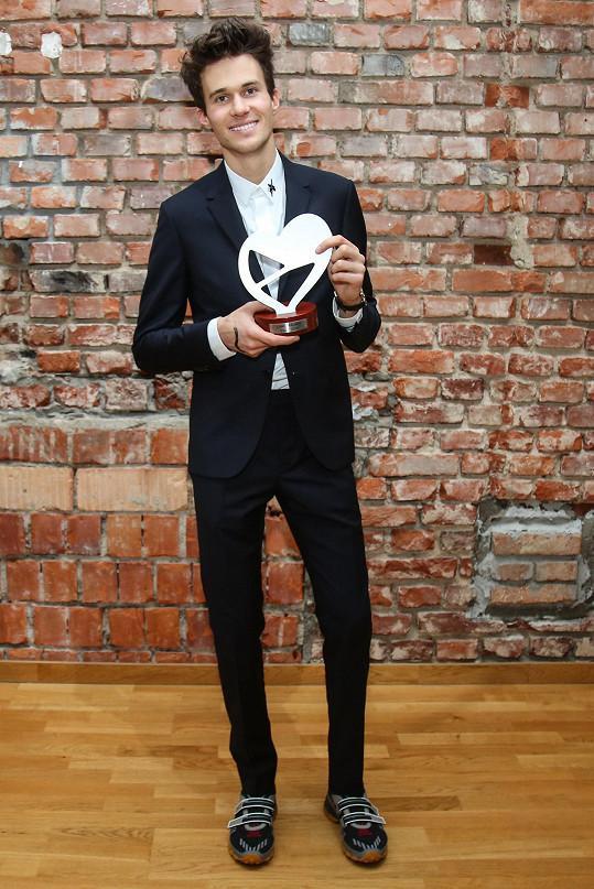 Albert na tiskové konferenci České televize, kde proběhlo vyhlášení vítěze národního kola Eurovize.