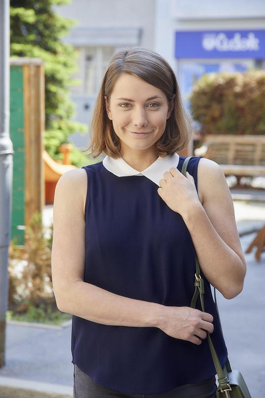 Televizní diváci znají Elišku Hanušovou např. ze seriálu Ulice.