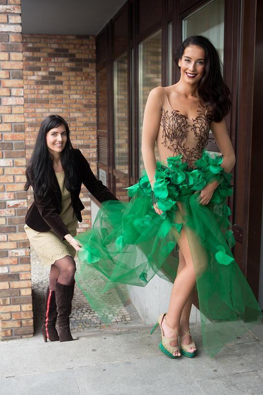 Národní kostým podruhé pro Českou Miss Earth vytvořila módní manufaktura Rodná Hrouda.