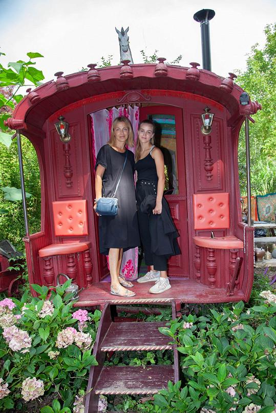 Amélie s maminkou Lucií Zedníčkovou vyrazily do Francie.