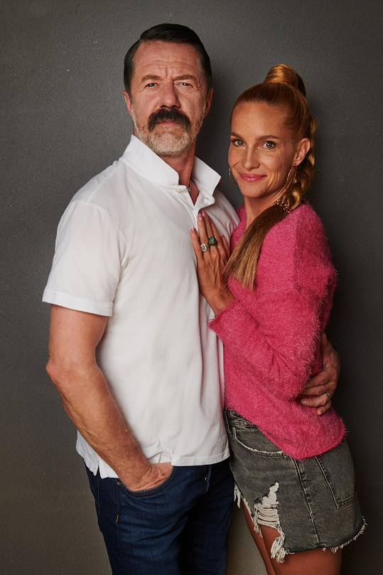Na podzim se diváci mohou těšit na seriál Lajna 3, kde si Langmajer znovu zahraje trenéra Hrouzka.