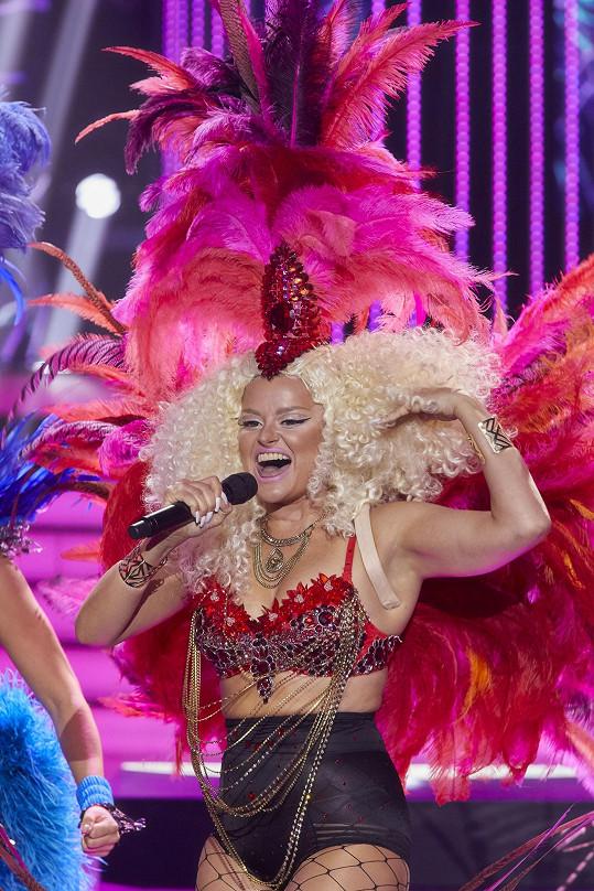 V kostýmu opravdu připomínala Nicki Minaj.