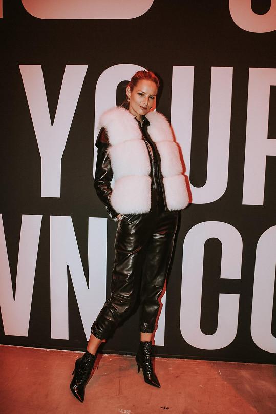 Na finále světové soutěže Elite Model Look v Paříži oblékla model od své značky Farah X Michaela K.