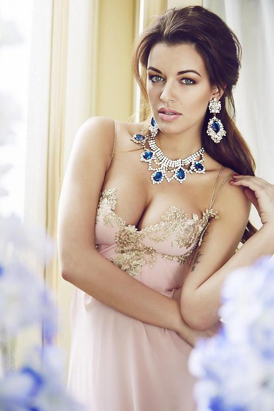 Výrazné šperky - to je přesně Jitčin styl.