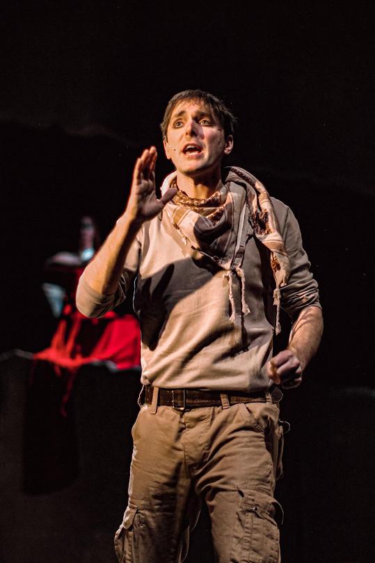 Karel Heřmánek ml. ve svém divadle nastudoval hru Iliada, moderní adaptaci jednoho z nejstarších eposů naší civilizace.