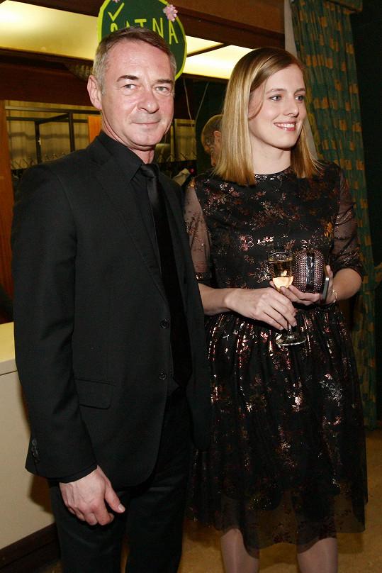 Herec po boku své přítelkyně Jitky na snímku z ledna, kdy ještě netrénoval na StarDance.