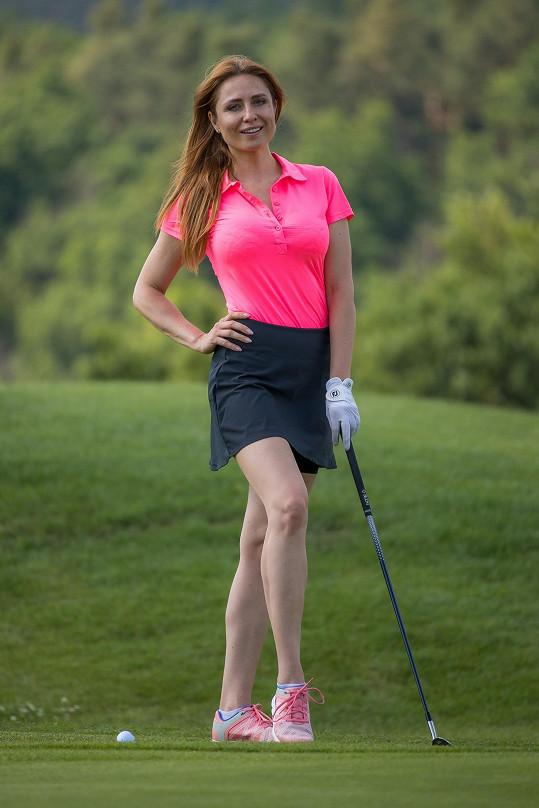 Modelka se díky sportu může chlubit výstavní figurou.