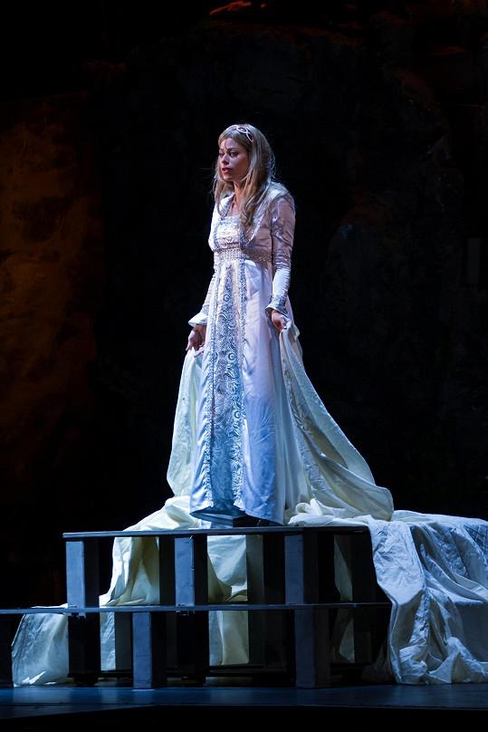 Hana Holišová hraje Leonu.