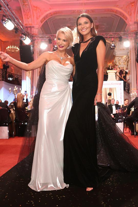 Nikol s autorkou modelu Natali Ruden