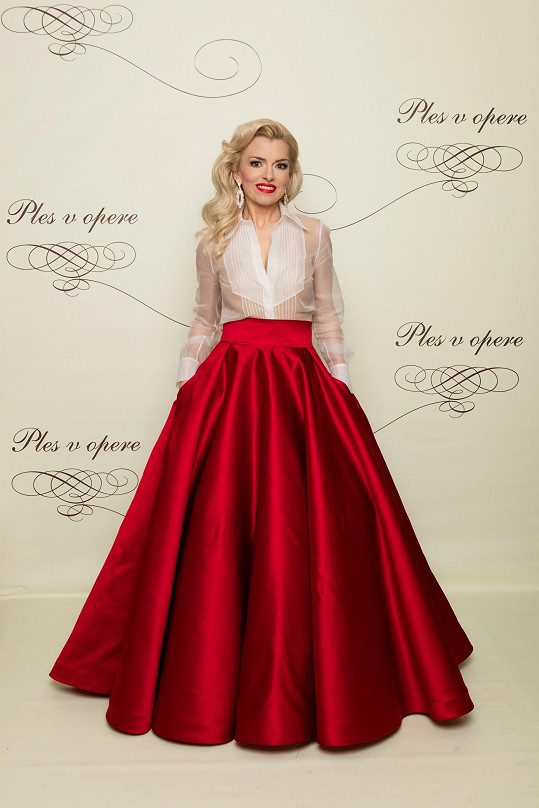 Česká Borhyová, moderátorka Zlatica Švajdová Puškárová, zvolila namísto klasických šatů sukni s kapsami áčkového střihu, do které vsadila transparentní halenku ve stylu pánské smokinkové sukně. Únosná provokace.