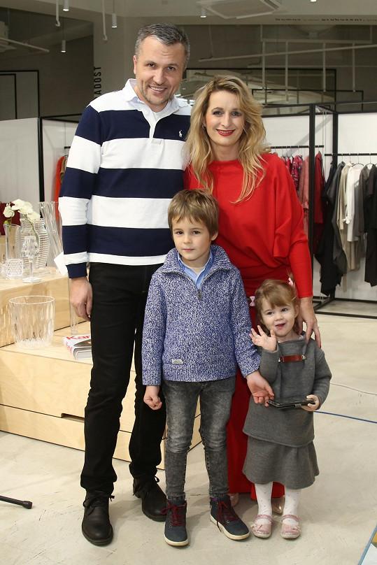Markéta s manželem a dětmi