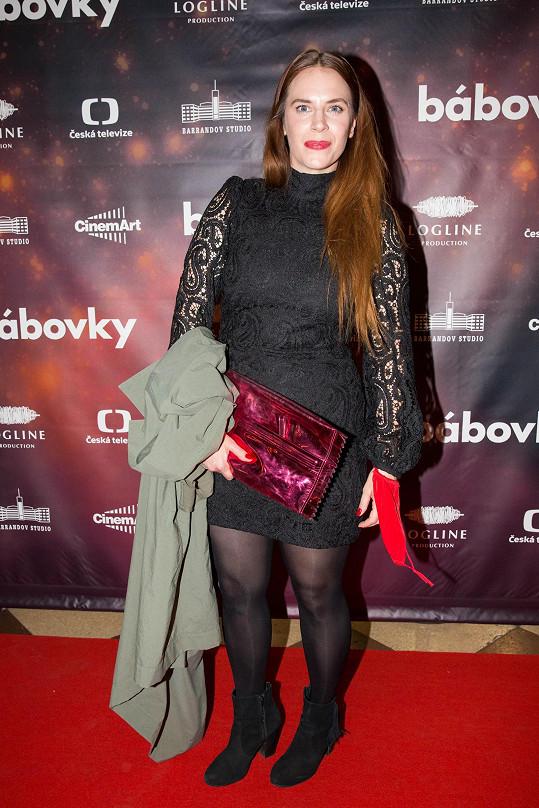 Menší roli úřednice v cestovce dostala Petra Nesvačilová.