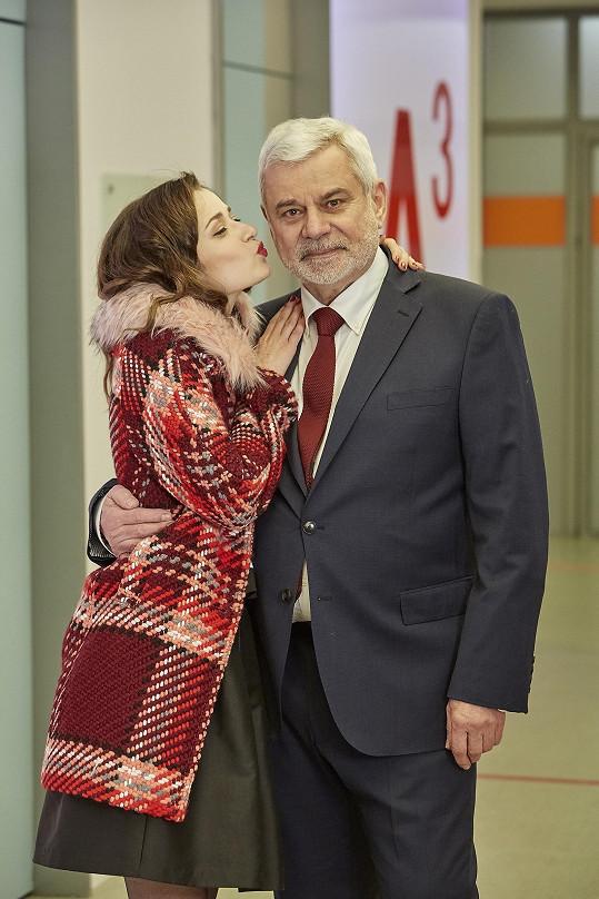 Hraje snoubenku Eduarda Valšíka v podání Petra Štěpánka.