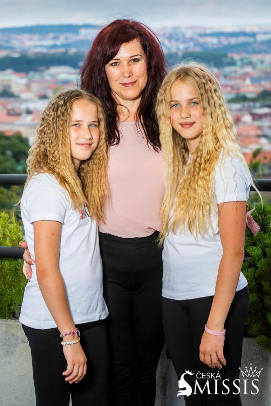 Juliána Sládečková s jedenáctiletými dvojčaty