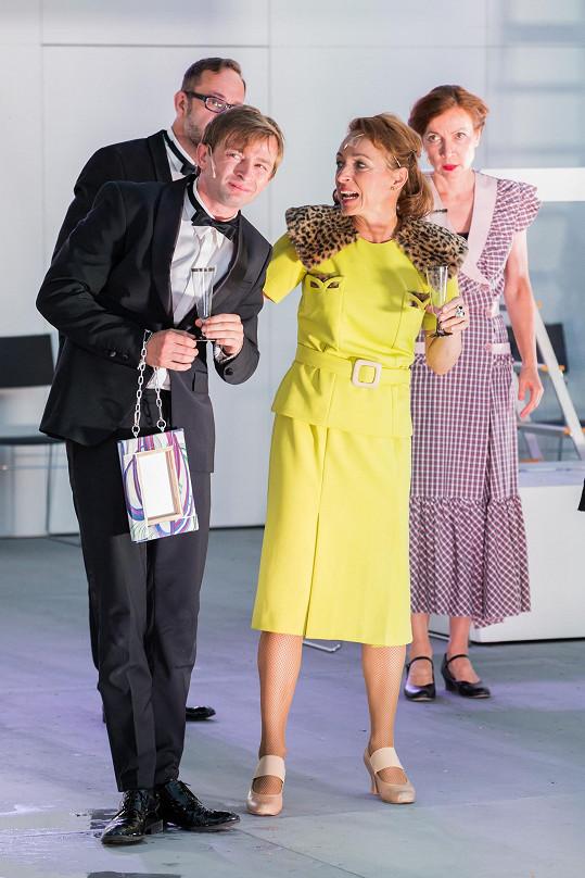Meda milovala i módu, proto se v představení objeví spousta kostýmů.