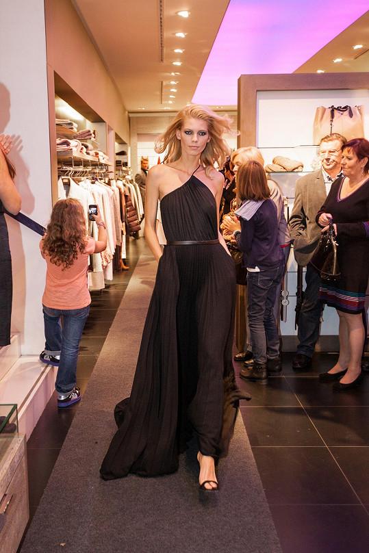 Předváděla také modelka Veronika Fašinová, která se pyšní úspěchy v zahraničí.
