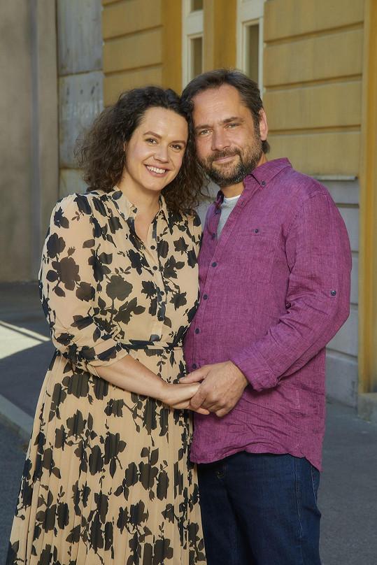 Jeho seriálovou manželkou je herečka Hana Baroňová. V osobním životě je také ženatý a má jednu dceru. S rodinou Čapka žije ve vesničce Kozomín za Prahou.