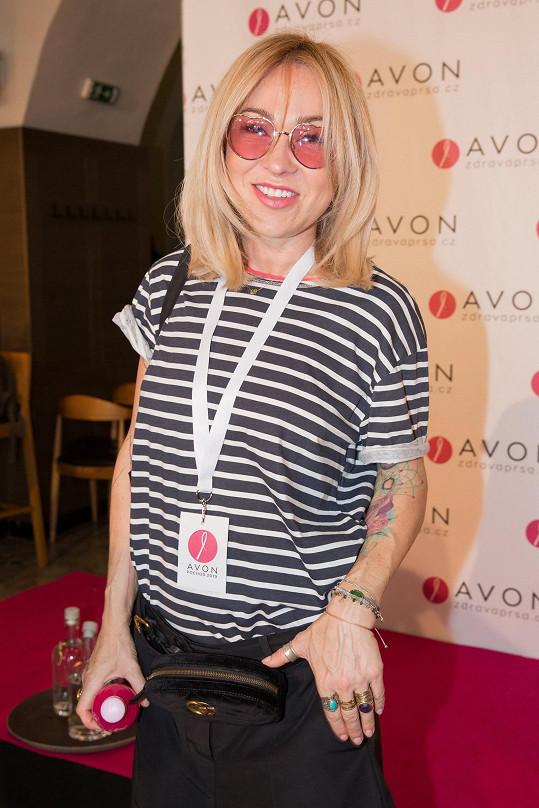Kateřina Hrachovcová vzala růžový dress code s citem.