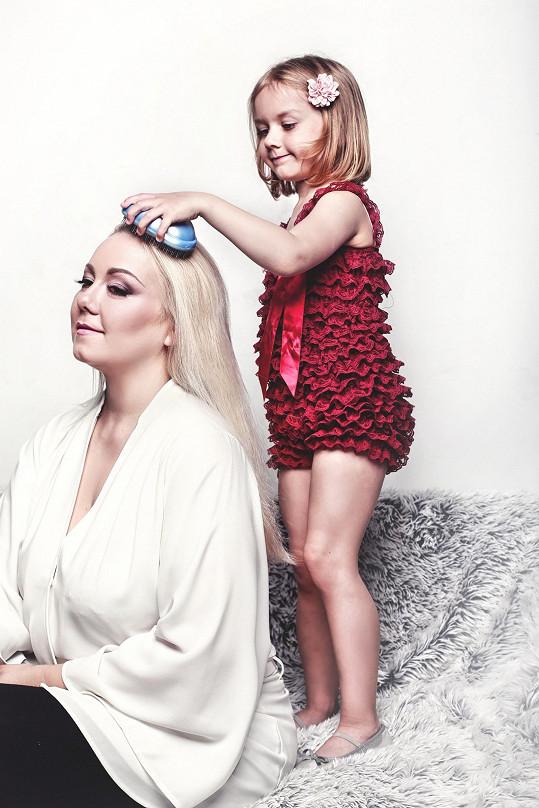Klára Kolomazníková s dcerou Valinkou