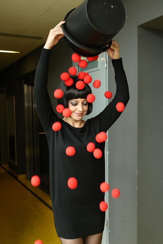 Vyklopila na sebe klaunské nosy z charitativního Konta Bariéry.