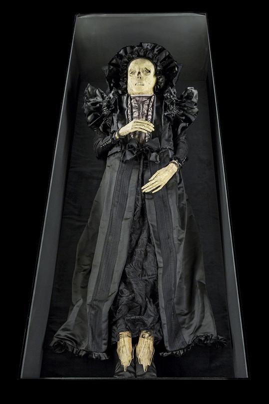 Se svou krejčovou oblékali nejslavnější slovenskou mumii. Žofie Serédy byla manželkou Štefana I. Andrássyho.