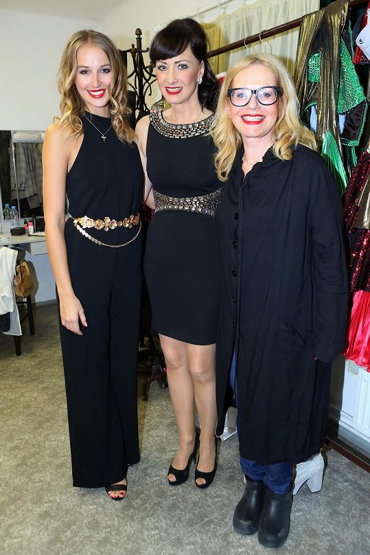 S kolegyněmi z muzikálu Mamma Mia! Jitkou Asterovou a Danielou Šinkorovou