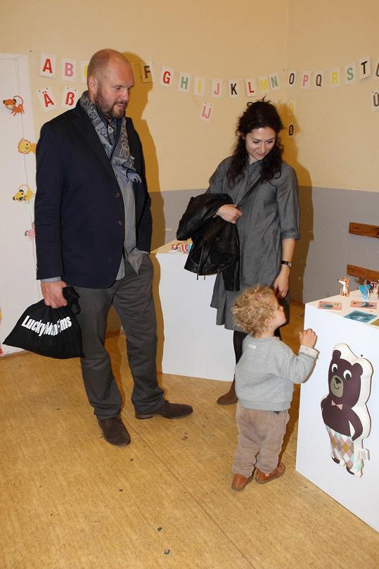 Martha Issová s partnerem Davidem Ondříčkem a dcerou Františkou