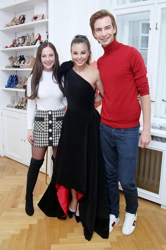 Oblékají také Moniku Bagárovou.