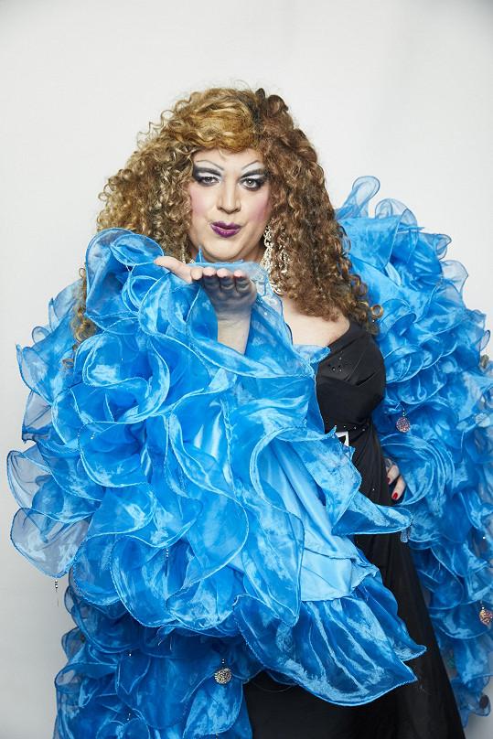 Na casting dorazí travesti umělec František alias Tiffany Biggest.