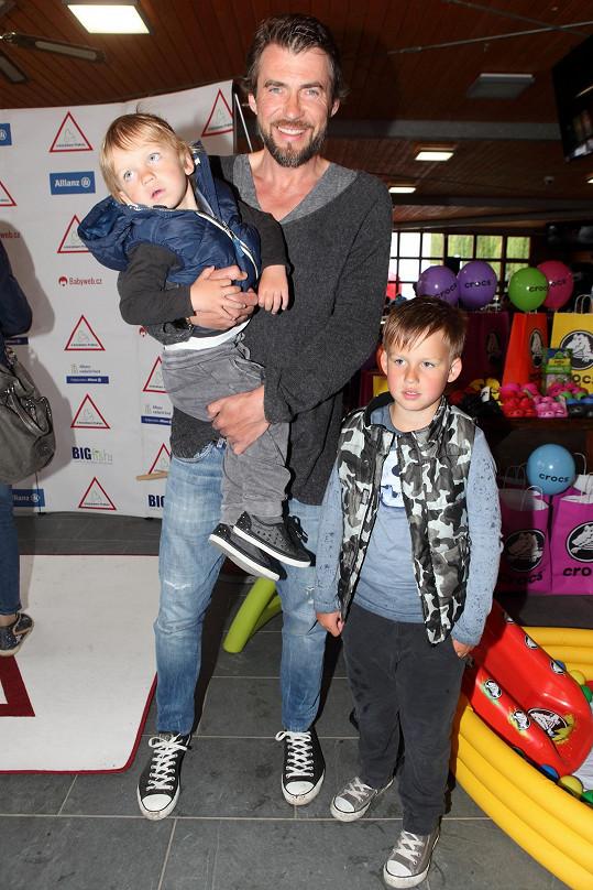 Bořek se starším Koljou a mladším Andrejem
