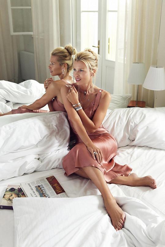 I ve svém věku dostává prestižní kampaně. Supermodelka se stala loni novou ambasadarkou šperkařské značky pro Česko a Slovensko.