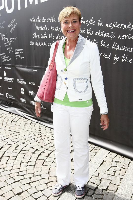 Bývalá hlasatelka Marie Retková pořád září jako sluníčko.