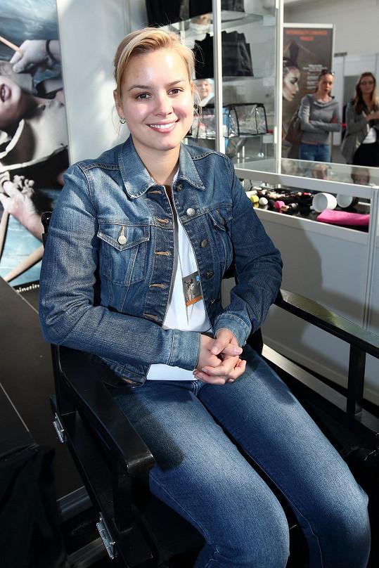 Patricie Solaříková využila nabídky líčení na kosmetickém veletrhu.