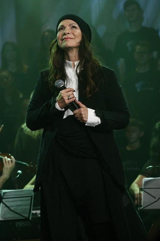 Anna K zpívala pro Světlušku.