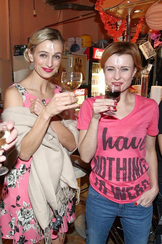 Ivana Jirešová s kolegyní Jitkou Schneiderovou. Za tu Jirešová v Mýdlovém princi zaskakovala, když tančila ve StarDance.
