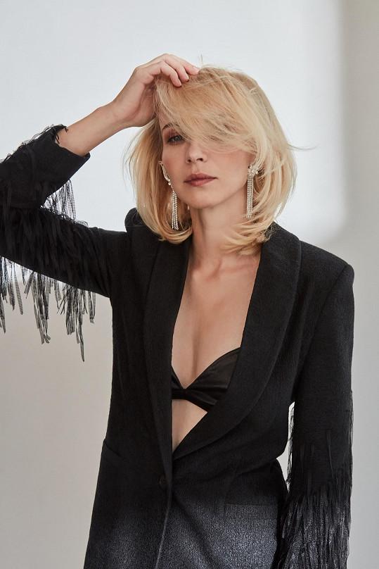 Plodková v sexy modelu návrhářky Rejfové