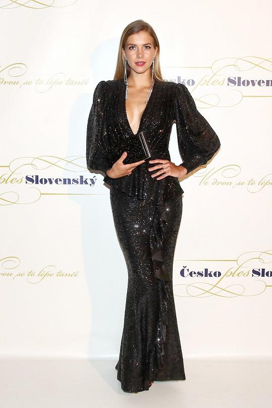 Trojici krásek s obřími výstřihy doplnila modelka Mariana Bečková.